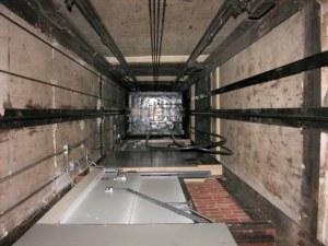 """Мъж падна в асансьорна шахта! Приет е в """"Пирогов"""""""
