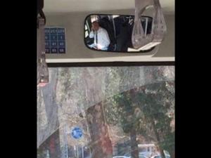 Екшън в градския транспорт! Шофьор пуши и кара с крака, кондукторка крещи СНИМКИ