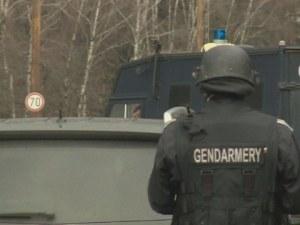"""Екшън на АМ """"Тракия""""! Мъже с качулки нападнаха автобус с фенове на Левски"""