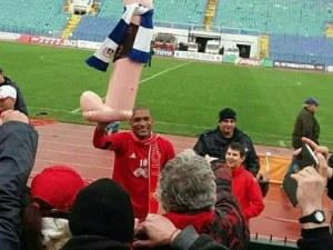 """Левски сезира БФС заради """"фалоса"""" на Каранга"""