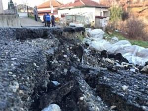 Три родопски села са заплашени от свлачище, евакуират хора СНИМКИ