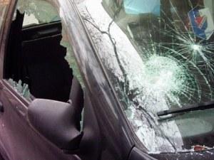 Гамени потрошиха кола в село край Пловдив, арестуваха ги