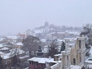 Жълт код за сняг и дъжд в Пловдив! Студ и мраз сковават страната