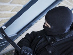 Апаши разбиха вратата на апартамент в Пловдив заради един телевизор