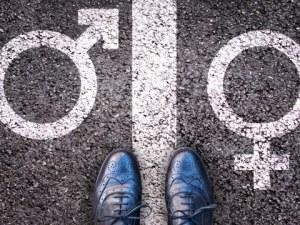 Данъчен служител си смени пола, за да се пенсионира по-рано
