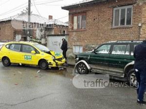 Катастрофа в Коматево! Такси помля няколко автомобила СНИМКИ