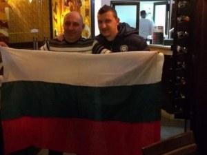 Фенове навиват Тошко Неделев за ЦСКА, той се снима с тях