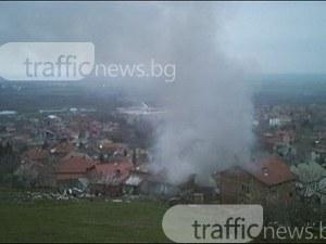 Пожар стресна жителите на Куклен, жена припадна СНИМКИ