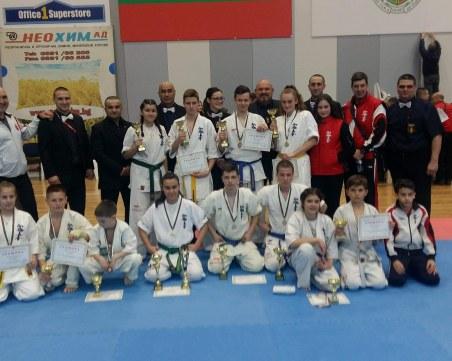 Малките каратеки на Тракия с 12 медала и купа от държавните