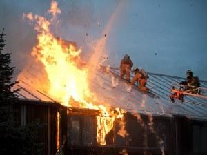 Пламъци лумнаха във вилна постройка край Сопот