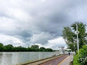 Облачно и топло днес в Пловдив, утре - буря
