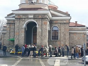 Пловдивчани се втурнаха за върбови клонки, храмовете се препълниха СНИМКИ