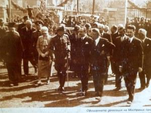 Преди десетилетия: Цар Борис III и елита на България в двора на Търговската в Пловдив СНИМКИ