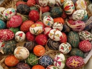 Световен рекорд за Гинес! Боядисаха 990 великденски яйца