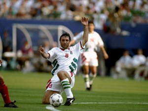 Огромно признание за Стоичков в родината на футбола ВИДЕО
