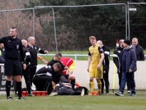 Рефер спаси живота на футболист по време на мач