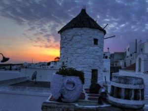 Остров Китнос - гмуркане, минерални плажове и древни пещери на 11 часа от Пловдив