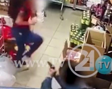 Застреляха продавачка, жената се бори за живота си ВИДЕО