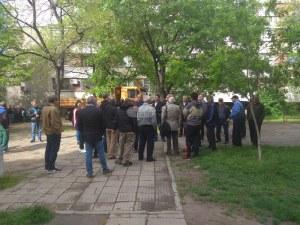 Успяха! 20 гневни пловдивчани блокираха направата на детска площадка СНИМКИ и ВИДЕО