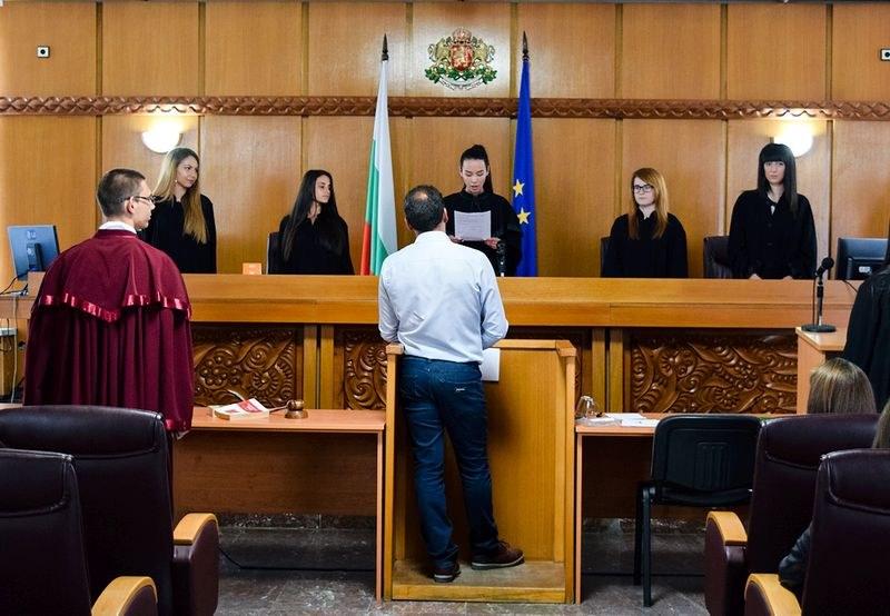 Само за час: Пловдивски ученици осъдиха жесток убиец СНИМКИ