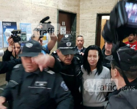 Вкараха танцьорката от Кючука в съда като Пабло Ескобар, над 10 охранители я пазят СНИМКИ