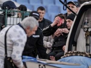 Оперираха по спешност полицайката, която пострада по време на дербито