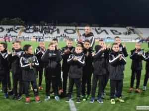 Децата на Локо срещат европейски грандове на престижни турнири