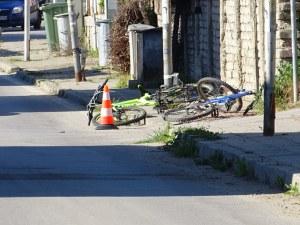 Дете на велосипед нацели кола, с фрактура на таза е СНИМКИ