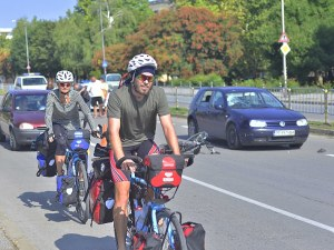 Велосипедистите вече с каска и светлоотразителна жилетка по всяко време!