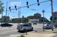 Хаос на кръстовище в Пловдив! Неработещи светофари побъркаха шофьорите СНИМКИ