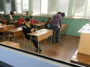 Учениците в XI и XII клас вече няма да изучават 12 задължителни предмета, а само 6