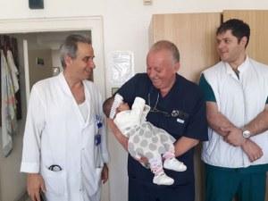 Лекари спасиха живота на 4-месечната Елена с уникална операция