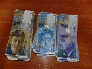 Митничари задържаха контрабандна валута за над 200 бона на Капитан Андреево