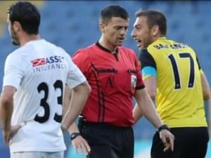 Наказаха съдиите от полуфинала Славия - Ботев! Ставров повлиял на резултата