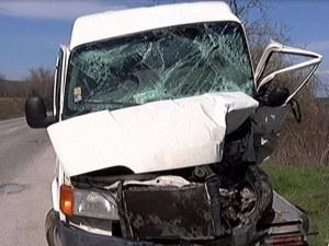 Тежка катастрофа затвори пътя от столицата към Варна, двама са в болница