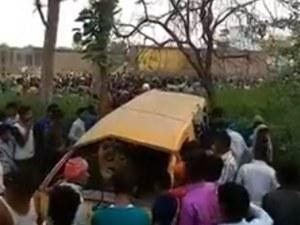 Влак се сблъска с училищен автобус! Загинаха най-малко 13 деца, други 5 са ранени