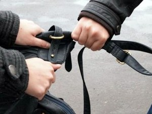 Руса ромка нападна и ограби млад пловдивчанин в центъра