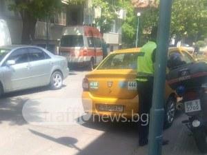 Таксиметров шофьор блъсна жена в центъра на Пловдив, опита се да прикрие инцидента СНИМКИ