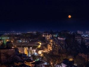 Лунни четения в Пловдив! Нощта на литературата пленява тепетата