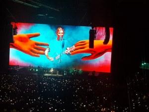 Роджър Уотърс в Арена Армеец: Вашата любов ще спаси света СНИМКИ
