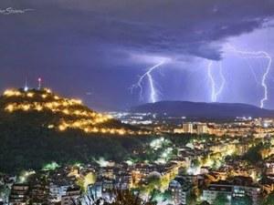 Уникални кадри от вчерашната буря край Пловдив ВИДЕО