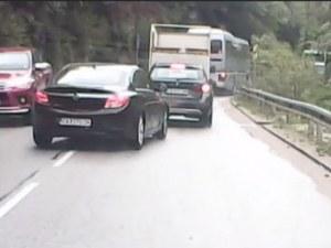 Шофьор се размина на косъм от сериозен инцидент на пътяАсеновград-Смолян ВИДЕО