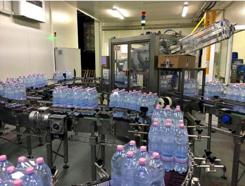 Чети етикета: Добиват известна изворна вода без разрешително, през съмнителни тръби