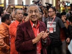 92-годишен ветеран поема властта в Малайзия