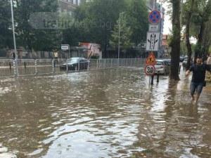 Силен гръм падна до Преспите в Пловдив! Канонада от гръмотевици раздира небето ВИДЕО