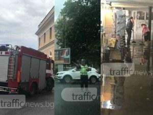 """Светофарите на Пловдив угаснаха! Подлезите са под вода! Гейзер извира на """"Гладстон"""" ВИДЕО"""