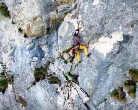 Ентусиасти катерят скален феномен на час от Пловдив ВИДЕО с дрон
