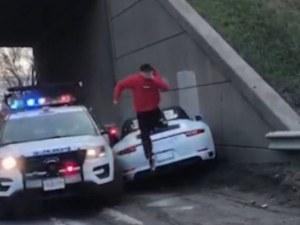 Престъпник потроши лъскавото си порше в патрулка след опит за бягство