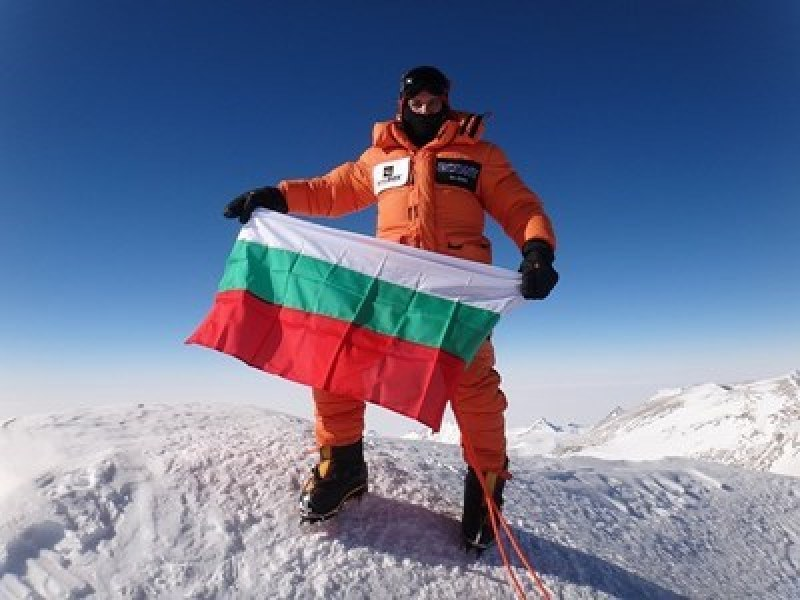 Български алпинист покори осемхилядник без кислород и шерпи