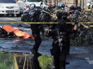 Убити и ранени при атентати срещу църкви в Индонезия